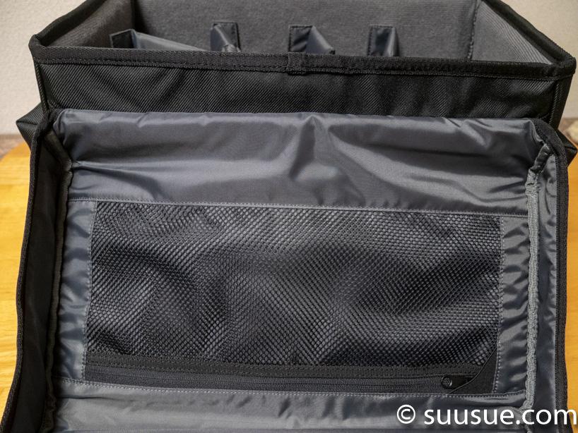 カメラバッグのフタの内側のポケット
