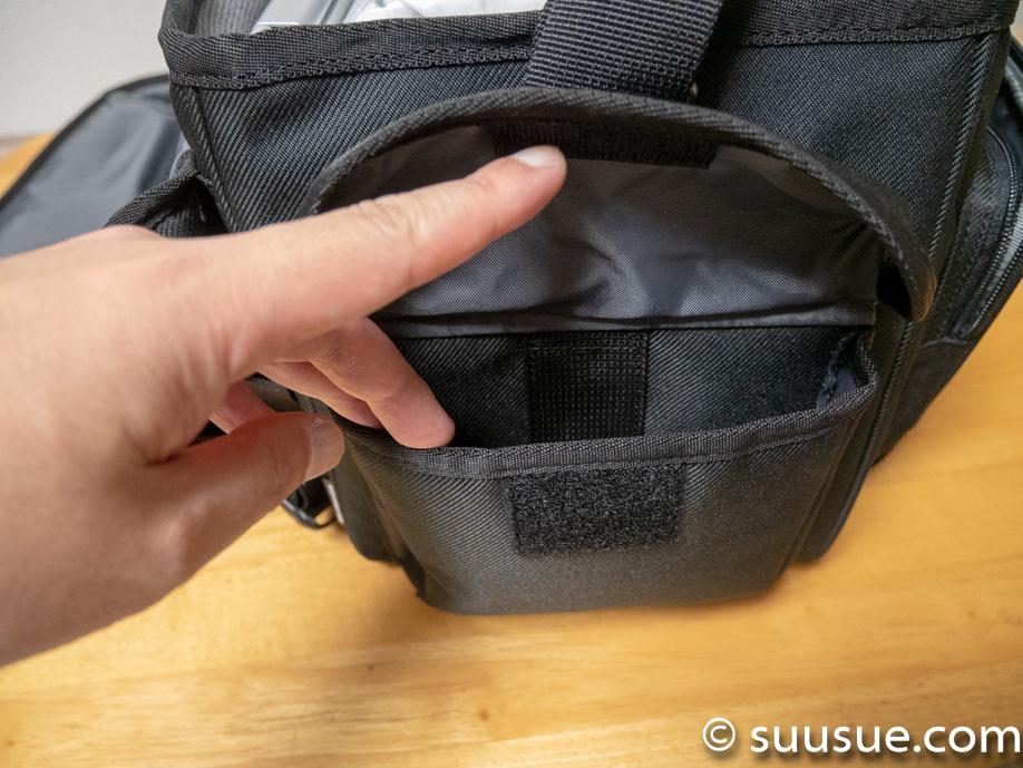 カメラバッグの両サイドにあるポケット