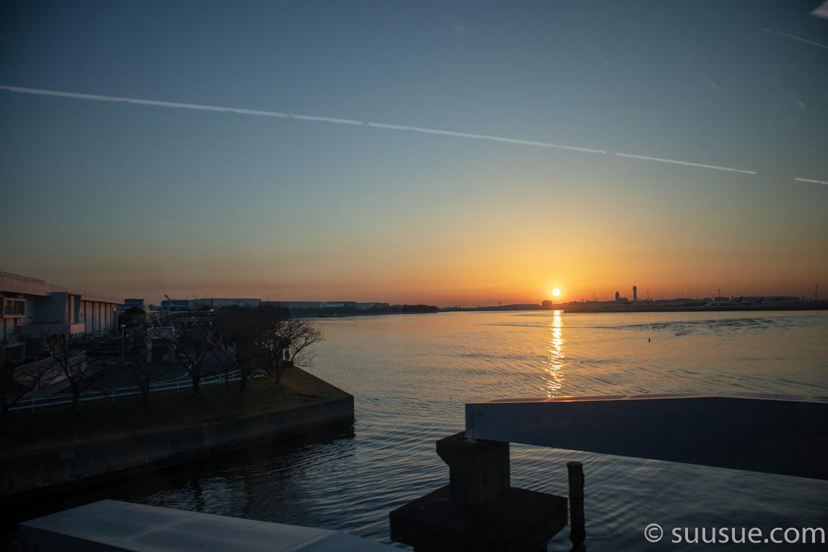東京モノレールから見た朝日