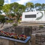 ひめゆりの塔と記念碑