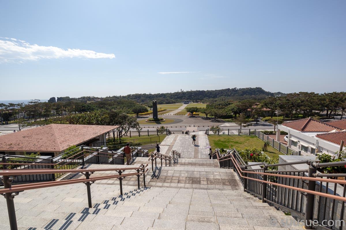 沖縄平和祈念堂前の階段