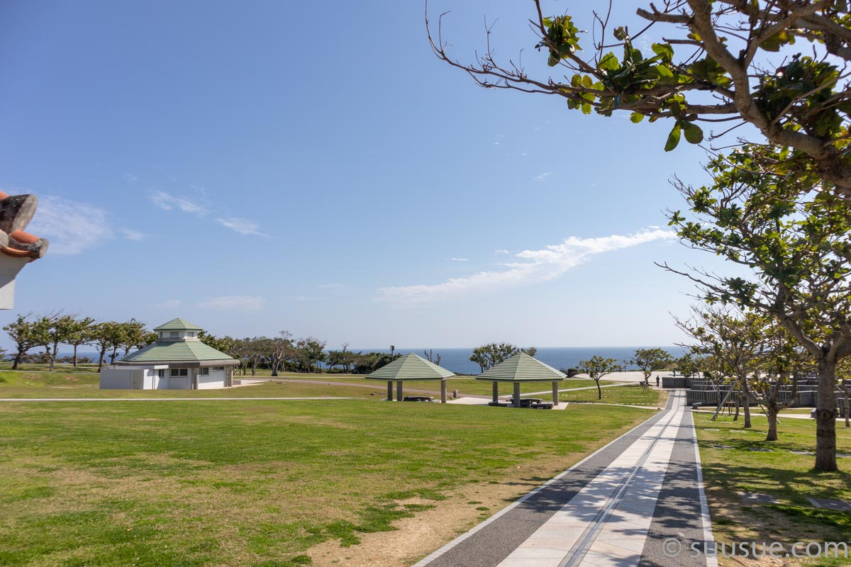 沖縄平和祈念公園資料館前広場